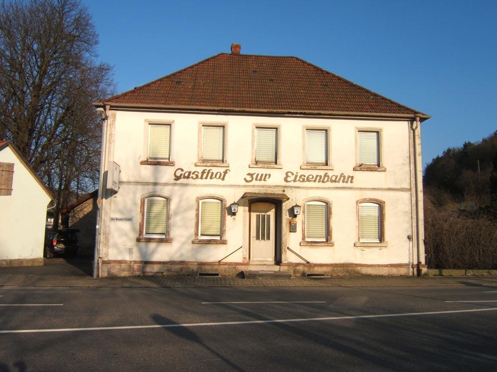 Sie sehen die Bilder zu: Abriss einer Gaststätte in Grünsfeld
