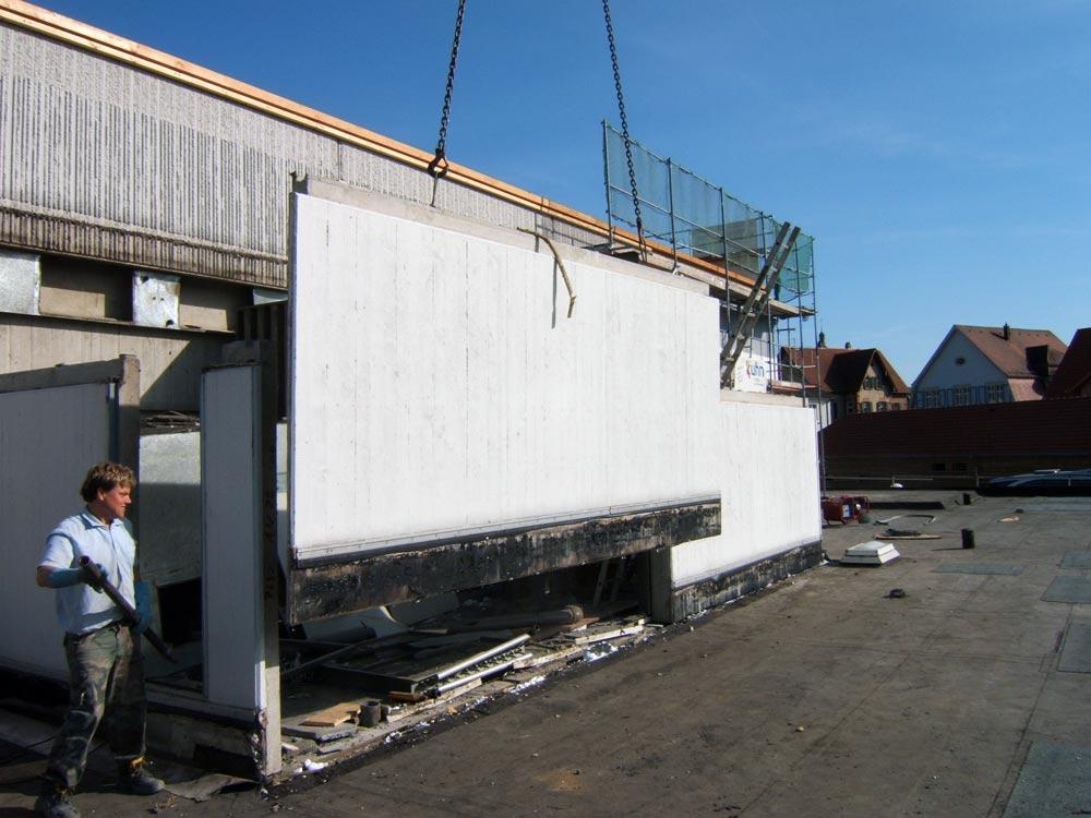 Sie sehen die Bilder zu: Abriss einer Außentreppenanlage in Igersheim an der Stadthalle