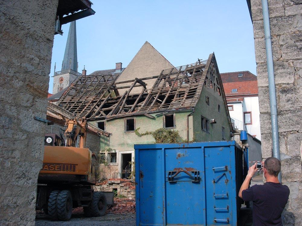 Sie sehen die Bilder zu: Abriss eines bestehenden Wohnhaus in Grünsfeld aus dem 17. ten Jahrhundert