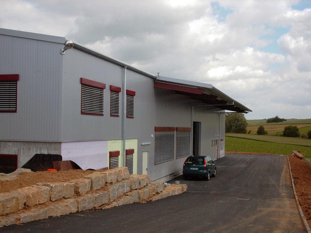 Sie sehen die Bilder zu: Neubau einer Werkhalle mit integriertem massiven Büro und Verwaltungstrakt
