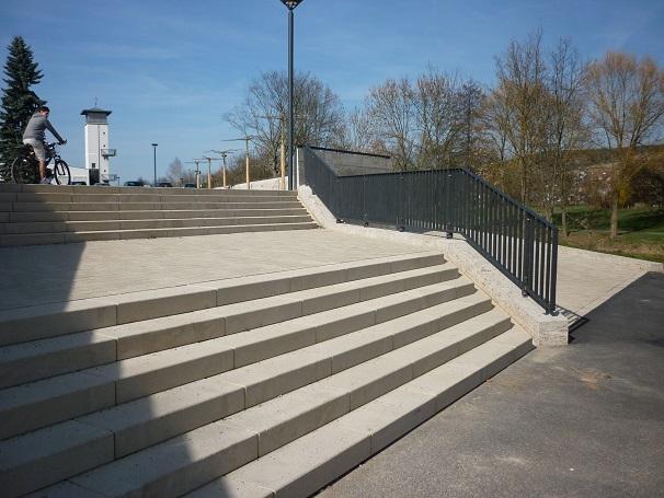 Sie sehen die Bilder zu: Wörtplatz Tauberbischofsheim, Natursteinverblendung Ufermauer